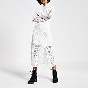 Crèmekleurige hoogsluitende kant midi-jurk met ruches