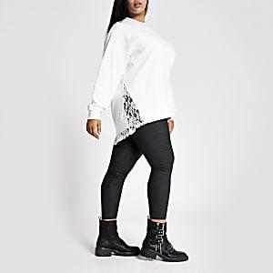 Plus – Weißes Sweatshirt mit strassbesetztem Kragen und Zierstreifen aus Spitze