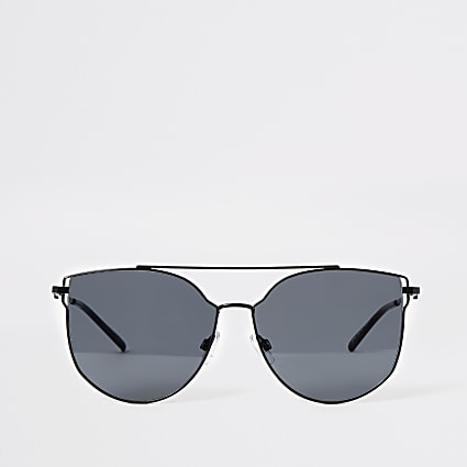 Black metal frame aviator sungasses