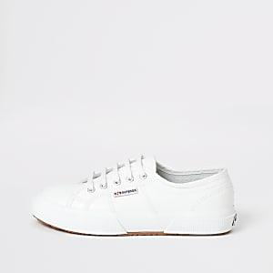 Superga - klassische Sneaker aus Leder in Weiß