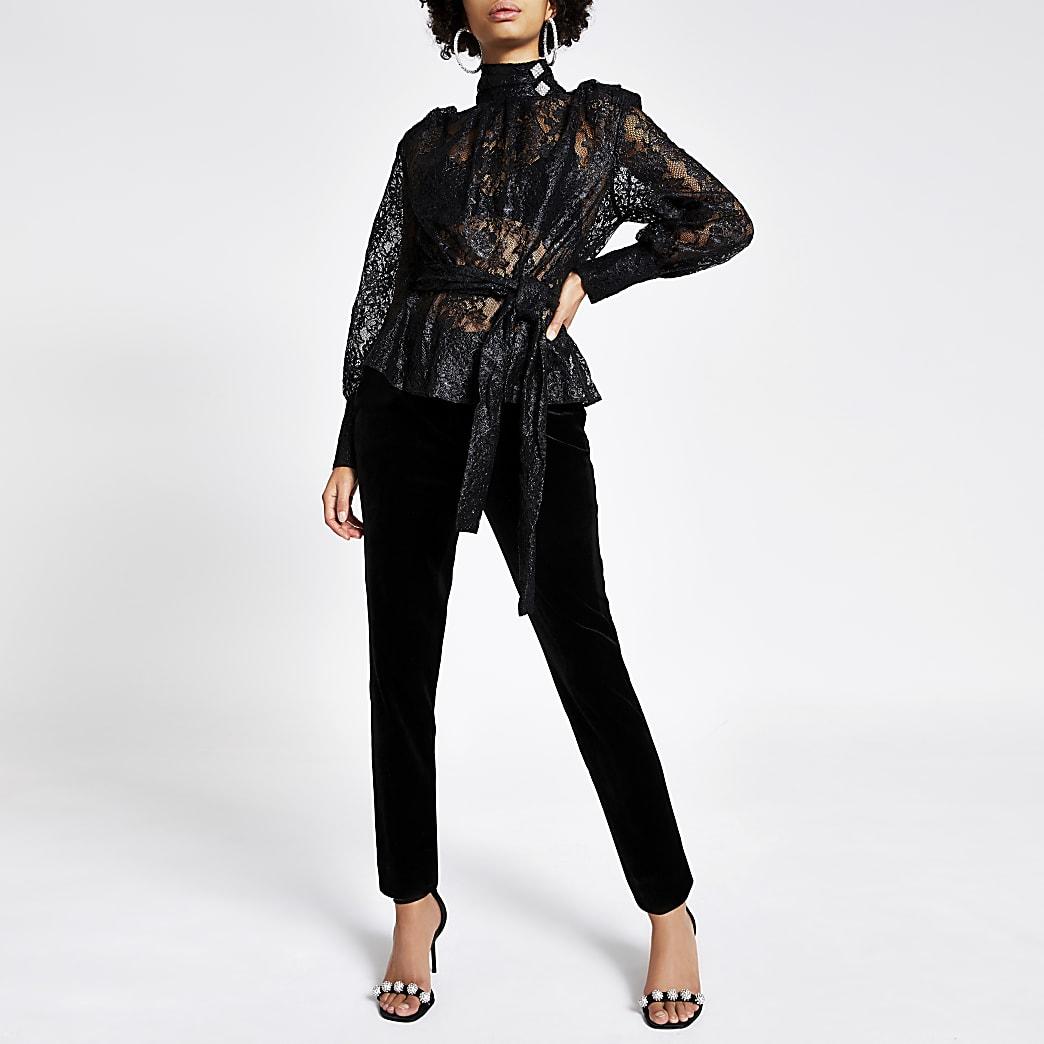 Zwarte kant blouse met strikceintuur en lange mouwen