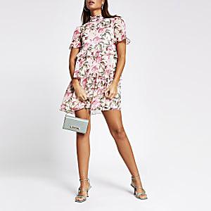 Roze gesmokte mini-jurk met bloemenprint en ruches