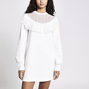 Langärmeliges Sweatshirtkleid in Creme mit gerüschtem Spitzendekolleté