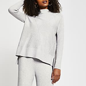 Grauer, strukturierter Pullover mit hohem Kragen