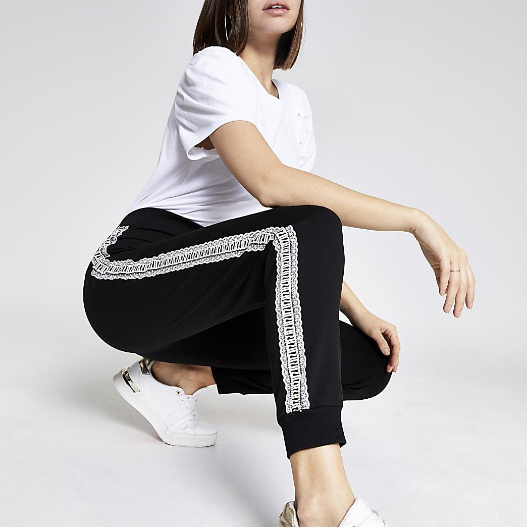 Pantalon de jogging avec bandes latérales RI à volants et strass noir