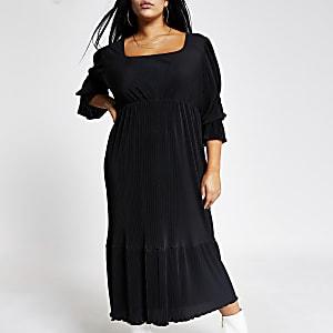 Zwarte midi-jurk van plisé-stof met rechthoekige hals