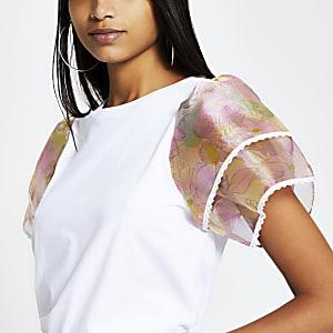 Weißes T-Shirt mit kurzen, gerüschten Organza-Ärmeln mit Blumenmuster