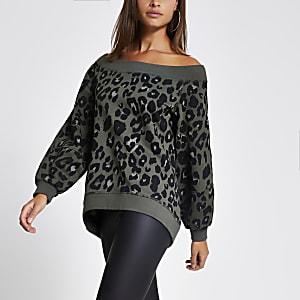 Bardot-Sweatshirt in Khaki mit Leoprint