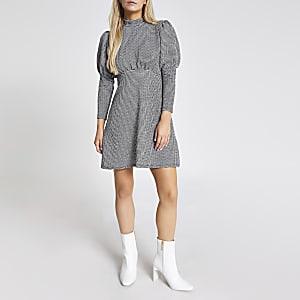RI Petite - Zwarte mini-jurk met piede-de-poule motief en pofmouwen