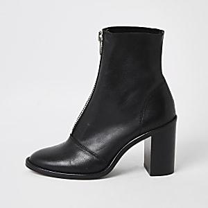Schwarze Lederstiefel mit Absatz und Reißverschluss vorne