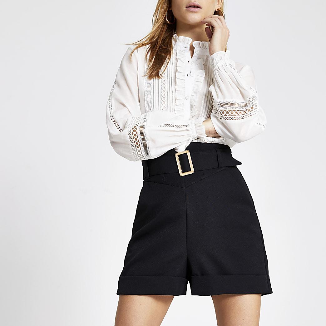 Schwarze Shorts mit Korsetttaille und Gürtel