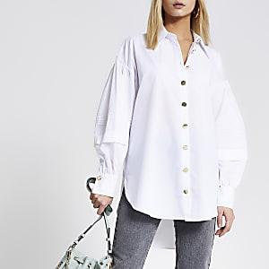 Wit overhemd met gelaagde pofmouwen