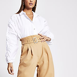 Wit overhemd met ruchemouwen