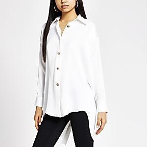 Weißes, langärmeliges Longline-Hemd aus Satin