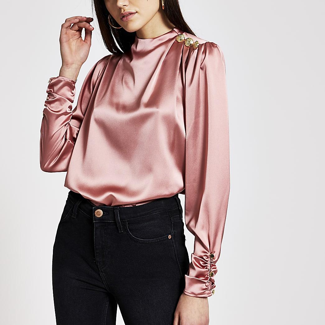 Roze satijnen blouse met knopen op schouder