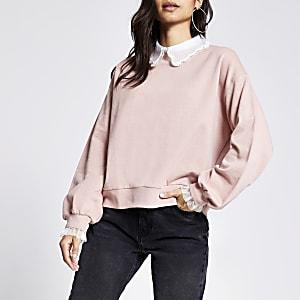 Petite – Sweatshirt in Rosa mit verziertem Kragen