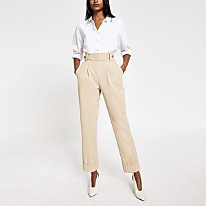 Crèmekleurige tapstoelopende broek met knopen op taille