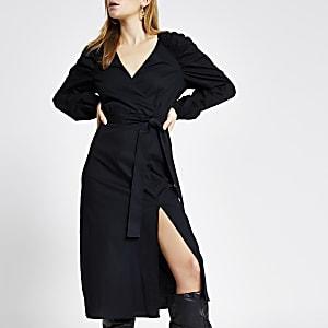 Zwarte midi-jurk met strikceintuur en pofmouwen