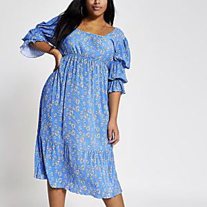 Plus – Robe mi-longue plissée bleueà fleurs
