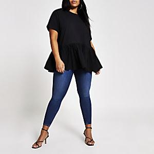 Plus– Schwarzes, kurzärmeliges T-Shirt mit Schößchen