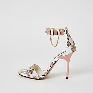Roze minimalistische sandaal met hak, ketting en print