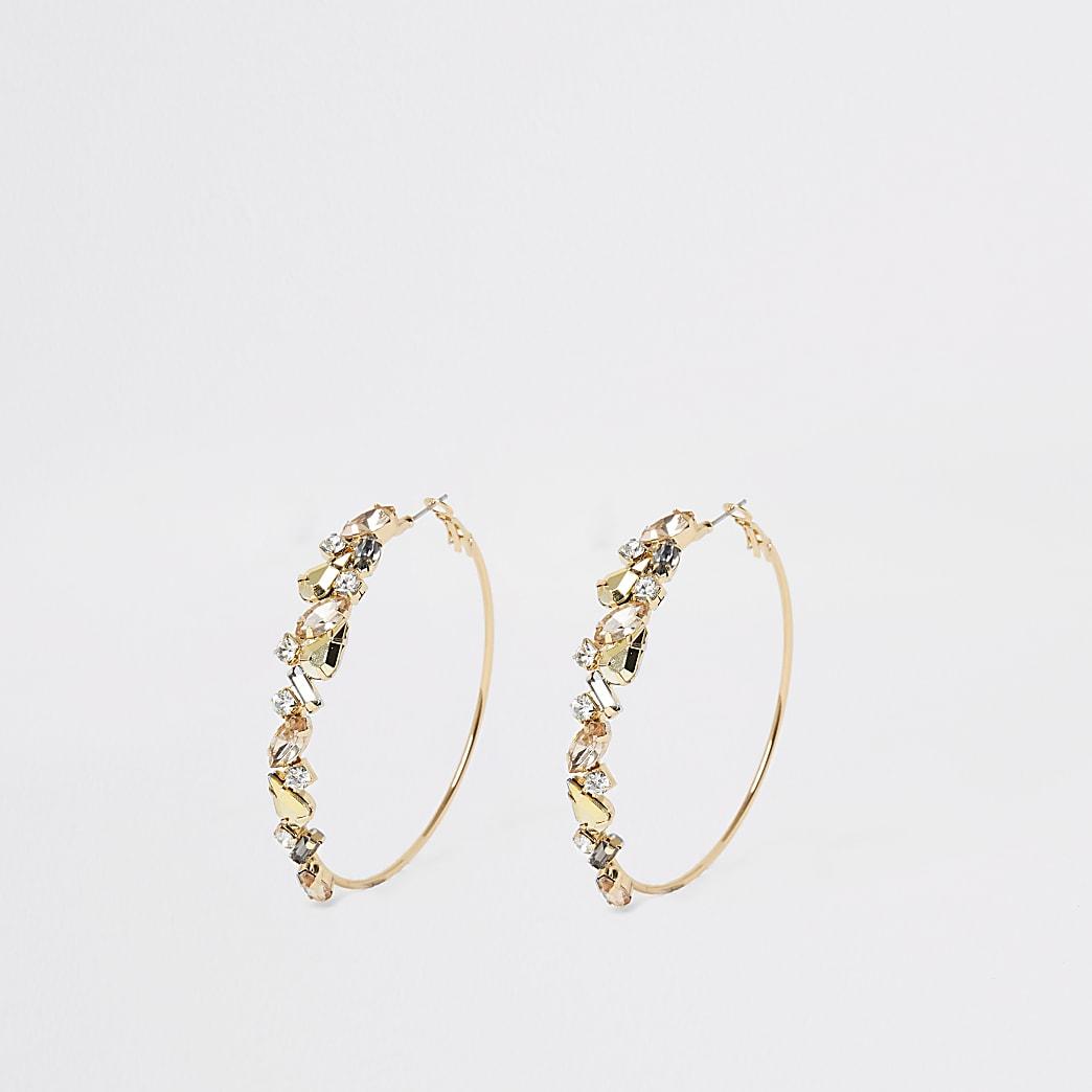 Goudkleurige  oorbellenverfraaid met siersteentjes