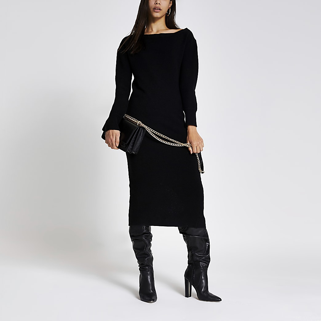 Robe mi-longue noire en maille avec col zippé asymétrique