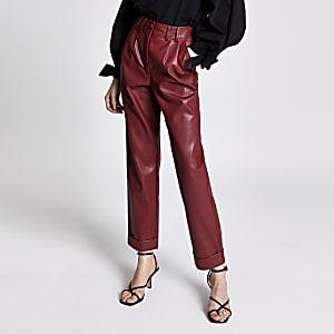 Rode imitatieleren smaltoelopende broek met hoge taille