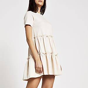 Mini-robe t-shirt à smocks beige à volants