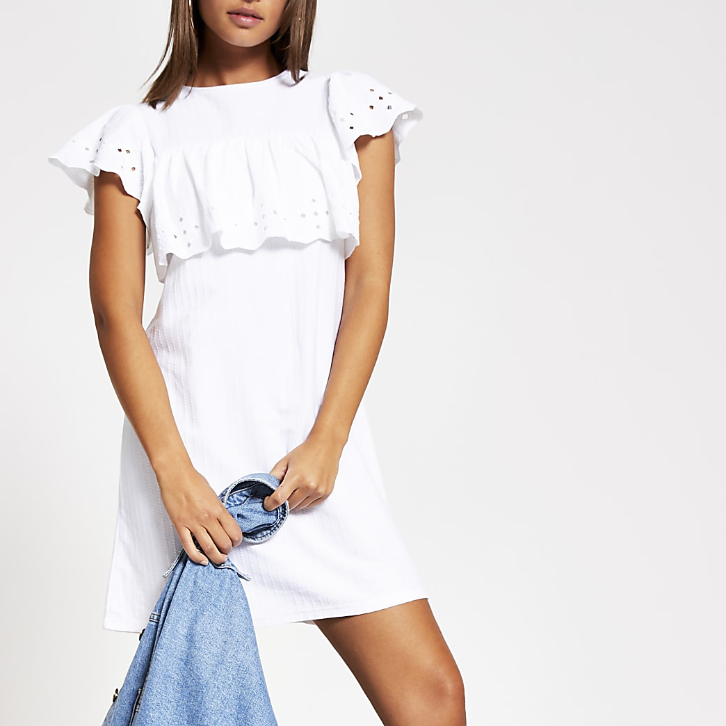 Witte mini T-shirtjurk met broderie ruches
