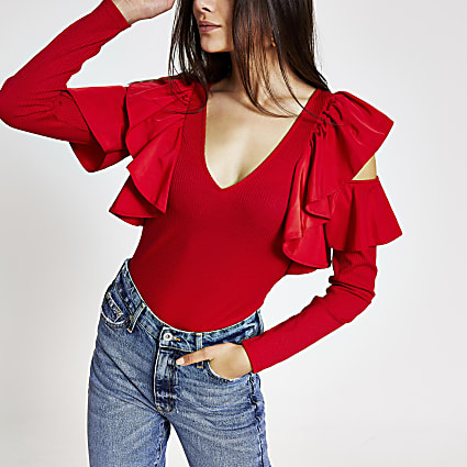 Red cold shoulder frill ribbed top