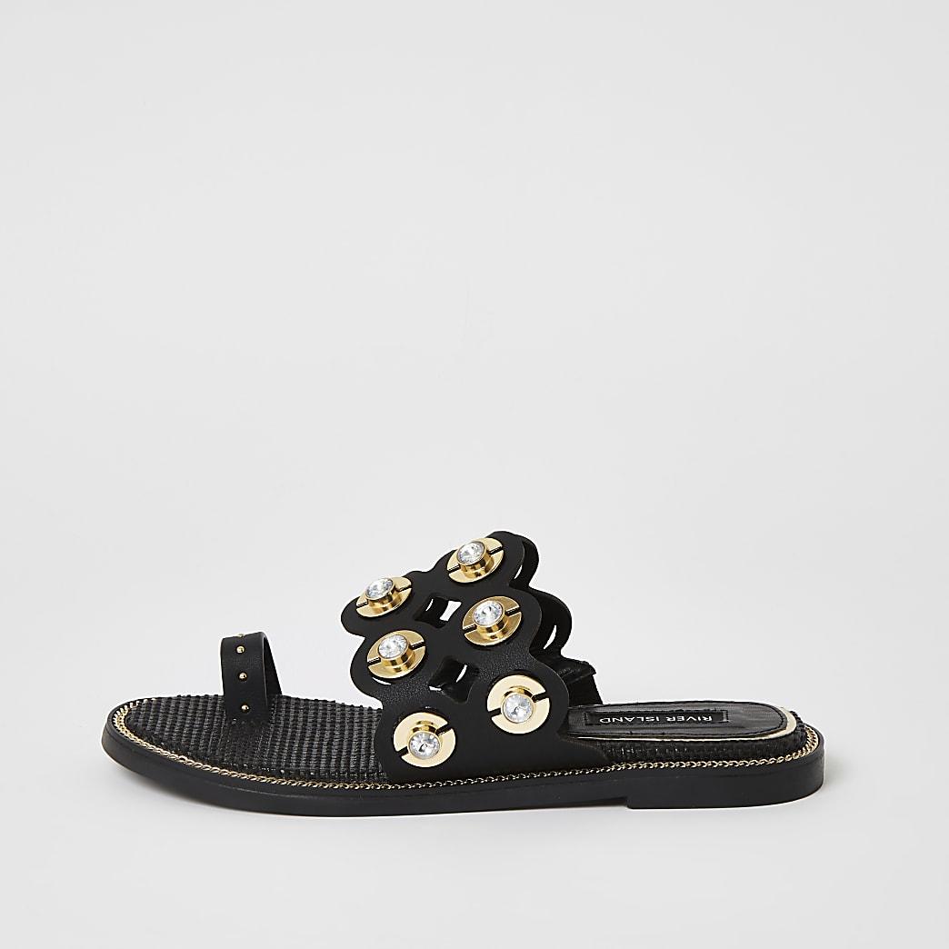 Schwarze Sandalen mit Verzeirung und ausgeschnittener Zehe