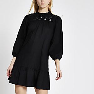 Schwarzes, gesmoktes Minikleid mit langen Ärmeln und Lochmuster