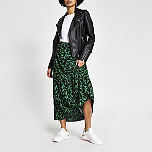 Groene gelaagde gesmoktemaxi-rok met bloemenprint