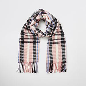 Roze geruite gebreide sjaal