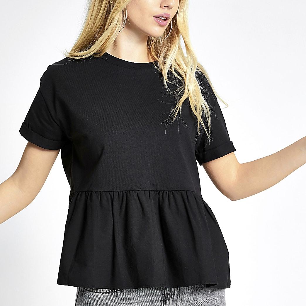 Schwarzes, kurzärmeliges, gesmoktes T-Shirt mit Schößchen