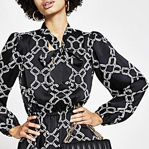 Zwarte midi-jurk met kettingprint en strik rond V-hals