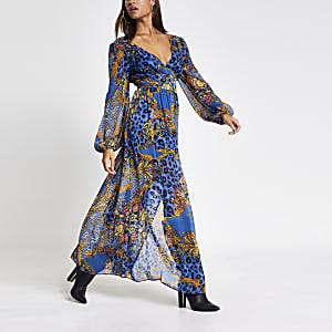 Robe longue bleu imprimé avec décolleté plongeant nouée à la talle