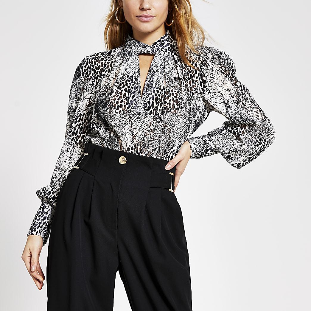 Grijze hoogsluitende blouse met print en draaiing bij hals