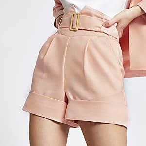 Hoch geschnittene Shorts in Orange mit Gürtel