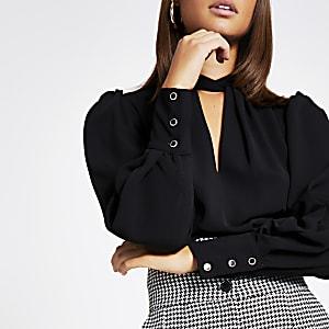 Langärmelige Bluse in Schwarz mit verdrehtem Kragen