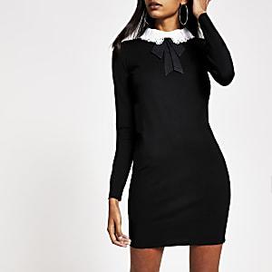 Mini-robe en maille moulante noire avec col en dentelle