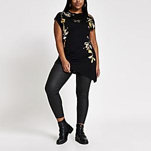 Plus – Asymmetrisches T-Shirt in Schwarz mit Paisley-Print