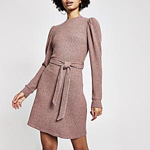Roze geribbelde mini-jurk met pofmouwen