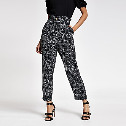 Black printed buckle peg leg trousers