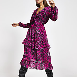Roze midi-jurk met ruches, overslag en slangenprint