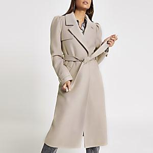 Kiezelkleurige lange jas met ceintuur en pofmouwen