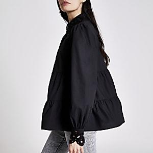 Chemise noire à smocks avec col brodé