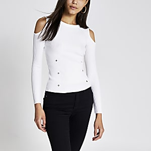 Witte verfraaide geribbelde top met blote schouders