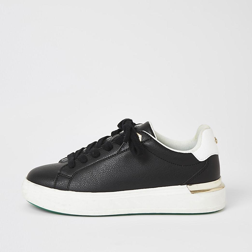 Schwarze Sneaker mit Keilabsatz, Schnürung und dicker Sohle